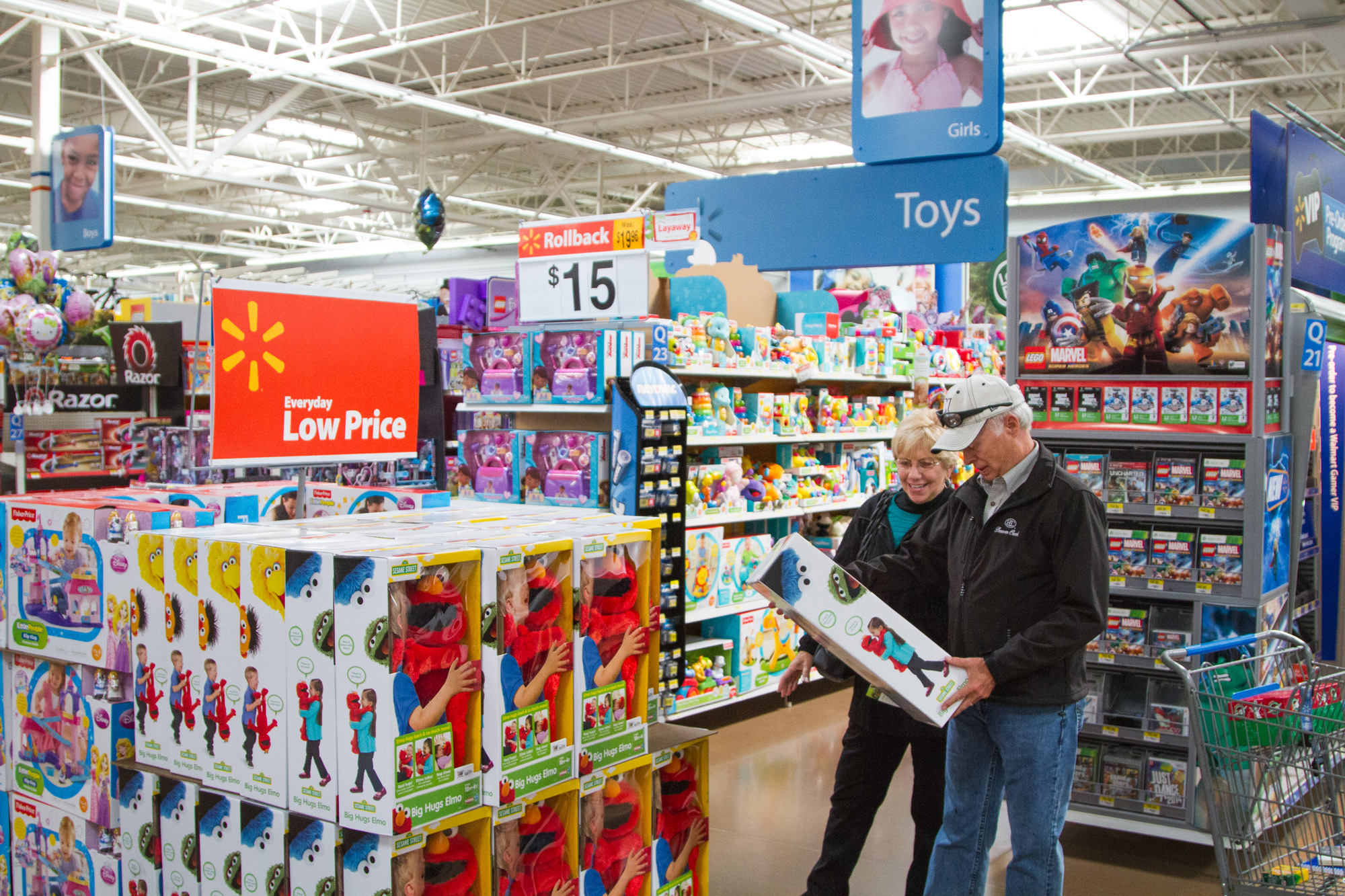 Walmart Toys For Girls : Customers shopping black friday toys